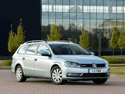2010 Volkswagen Passat BlueMotion variant - UK version 6