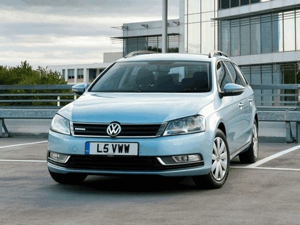 2010 Volkswagen Passat BlueMotion variant - UK version 9