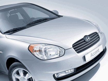 2006 Hyundai Accent 16