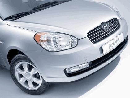 2006 Hyundai Accent 17