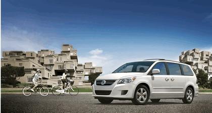 2012 Volkswagen Routan 2