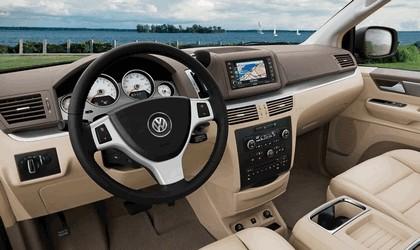 2012 Volkswagen Routan 5