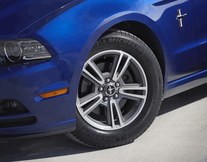 2013 Ford Mustang convertible 4