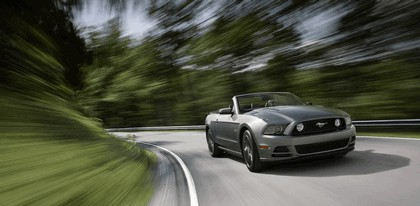 2013 Ford Mustang GT convertible 1