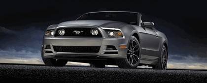 2013 Ford Mustang GT convertible 4