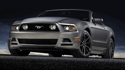 2013 Ford Mustang GT convertible 5