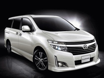 2011 Nissan Elgrand ( E52 ) Highway Star Urban Chrome 3