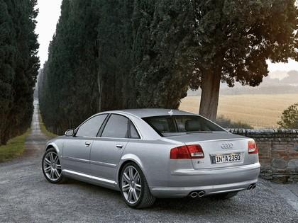2006 Audi S8 11