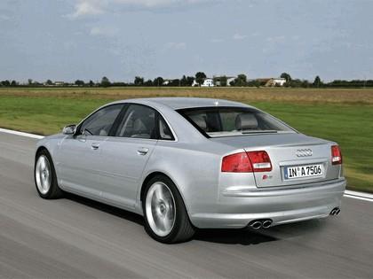 2006 Audi S8 12
