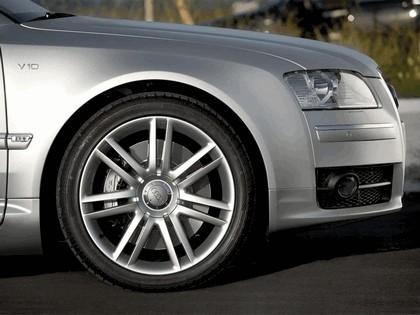 2006 Audi S8 13