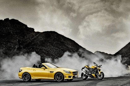2011 Mercedes-Benz SLK 55 AMG ( with Ducati Streetfighter 848 ) 4