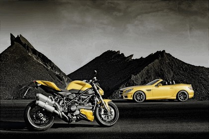 2011 Mercedes-Benz SLK 55 AMG ( with Ducati Streetfighter 848 ) 7