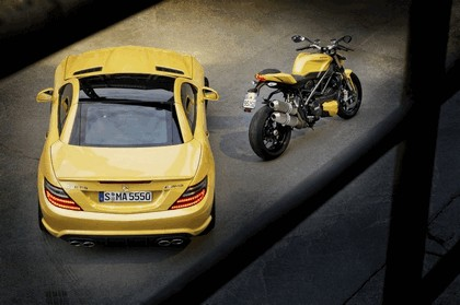 2011 Mercedes-Benz SLK 55 AMG ( with Ducati Streetfighter 848 ) 12