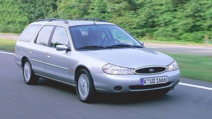 1996 Ford Mondeo station wagon 2