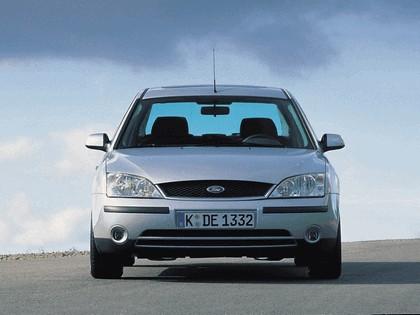 2000 Ford Mondeo sedan 4