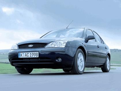 2000 Ford Mondeo sedan 10