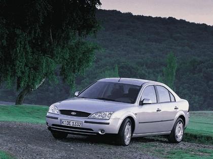 2000 Ford Mondeo sedan 14