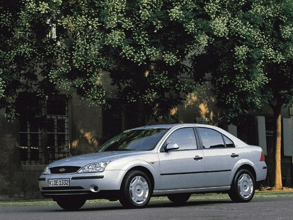 2000 Ford Mondeo sedan 15