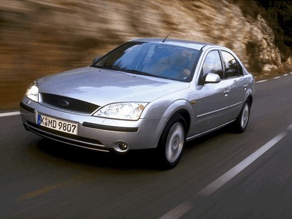 2000 Ford Mondeo sedan 18