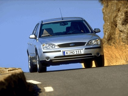 2000 Ford Mondeo sedan 19