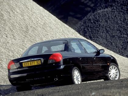 1996 Ford Mondeo sedan 5
