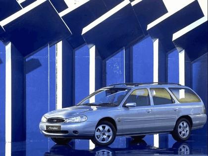 1996 Ford Mondeo station wagon - UK version 2