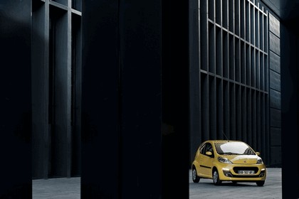 2012 Peugeot 107 3-door 8
