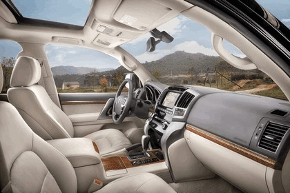 2012 Toyota Land Cruiser V8 11
