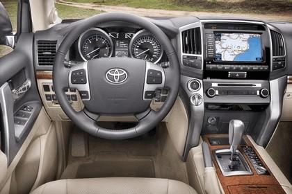 2012 Toyota Land Cruiser V8 12