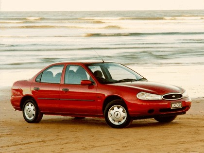 1996 Ford Mondeo sedan - UK version 1
