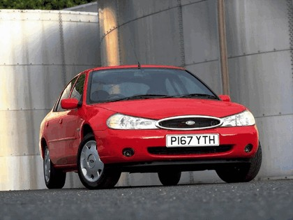 1996 Ford Mondeo sedan - UK version 2