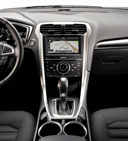 2012 Ford Fusion Hybrid 16