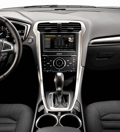 2012 Ford Fusion Hybrid 17