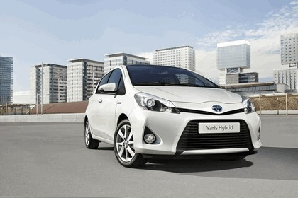 2012 Toyota Yaris Hybrid 6