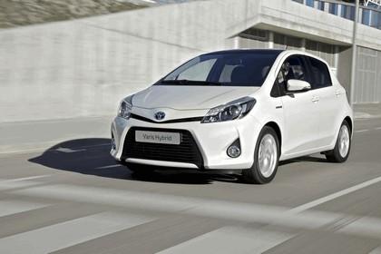 2012 Toyota Yaris Hybrid 7