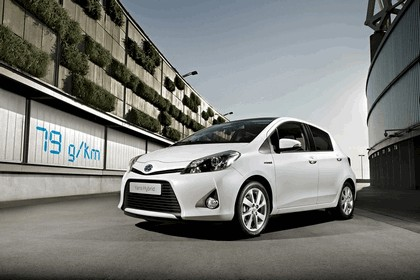 2012 Toyota Yaris Hybrid 13