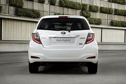 2012 Toyota Yaris Hybrid 16