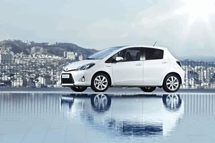 2012 Toyota Yaris Hybrid 17