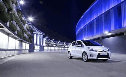 2012 Toyota Yaris Hybrid 19