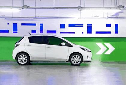 2012 Toyota Yaris Hybrid 23