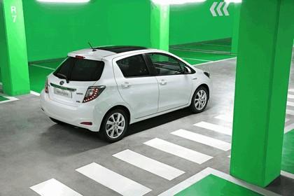2012 Toyota Yaris Hybrid 24