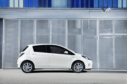 2012 Toyota Yaris Hybrid 28