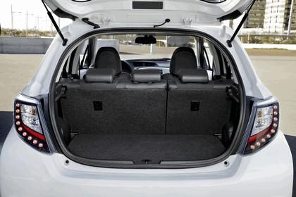 2012 Toyota Yaris Hybrid 29