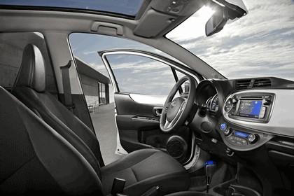 2012 Toyota Yaris Hybrid 32