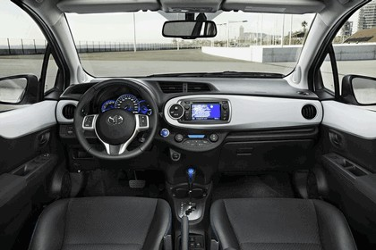 2012 Toyota Yaris Hybrid 33