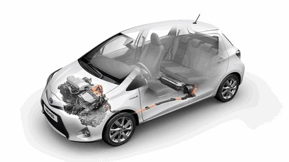 2012 Toyota Yaris Hybrid 35