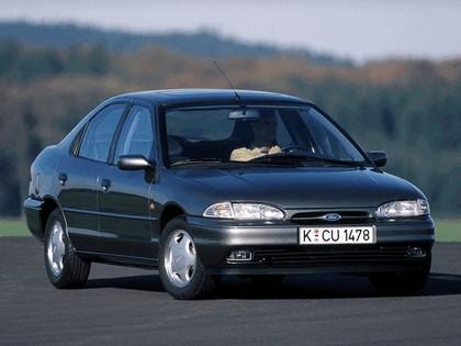 1993 Ford Mondeo hatchback 1