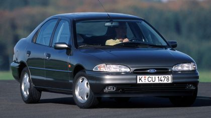 1993 Ford Mondeo hatchback 6