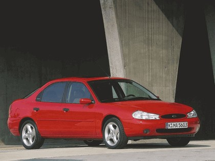 1996 Ford Mondeo hatchback 1