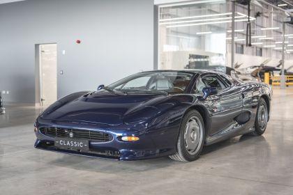 1992 Jaguar XJ220 12
